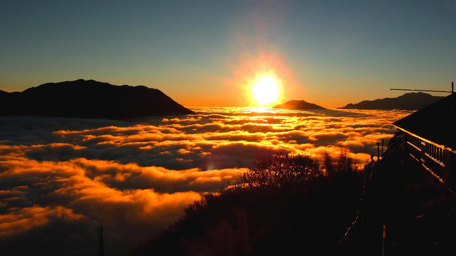 Mer de nuages à Gyanging Gompa