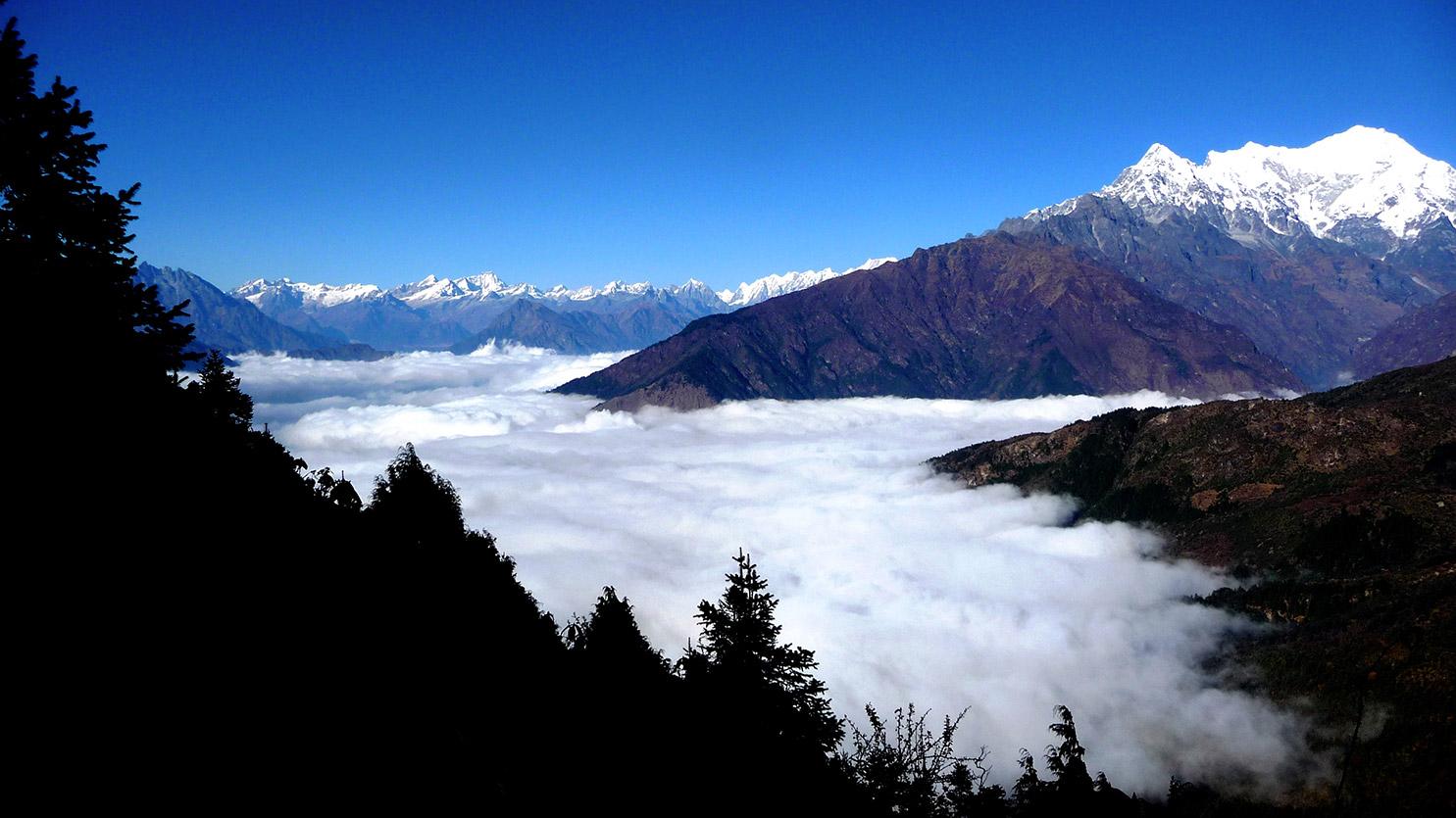 Mer de nuages sur la vallée du Langtang